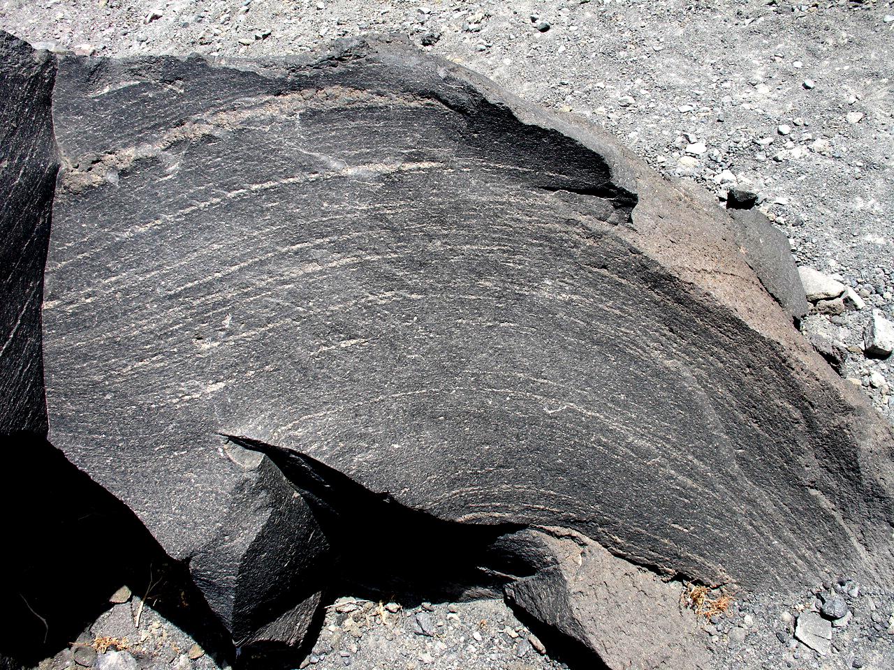Магнетит – минерал-магнетик и его уникальные свойства